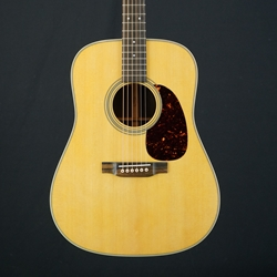 Martin D-28 Acoustic Guitar Dreadnought, Rosewood Back & Sides